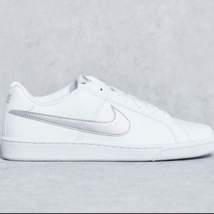 NIKE WHITE SNEAKERS WITH SILVER SWOOSH